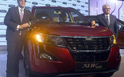 Mahindra Gives Xuv500 A Facelift Trims Price By 50 000 The