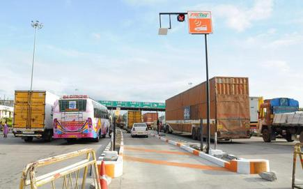 Nhai To Sign Pacts With 3 Omcs For Issuing Fastags At Petrol Pump