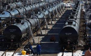 US officials to discuss India's oil trade with Iran as sanctions deadline nears