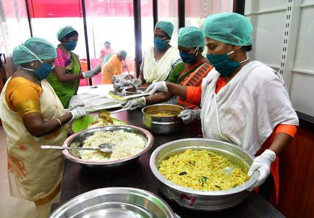 Kerala's community kitchens serve 2.8 lakh food packets a day - The Hindu BusinessLine