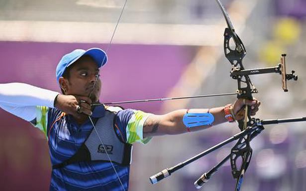 Atanu Das downs two-time Olympic champion to join wife Deepika in round of 16