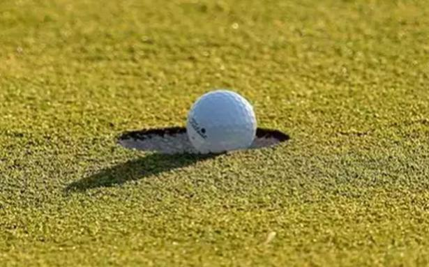 Horsfield's struggling back nine at Hero Open cuts lead to one shot