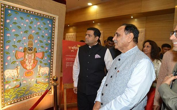 Picchvai art adds new colours to Lord Dwarkadheesh - The Hindu
